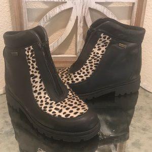 SOREL BOOT SZ 7 black and cheetah print SZ 7